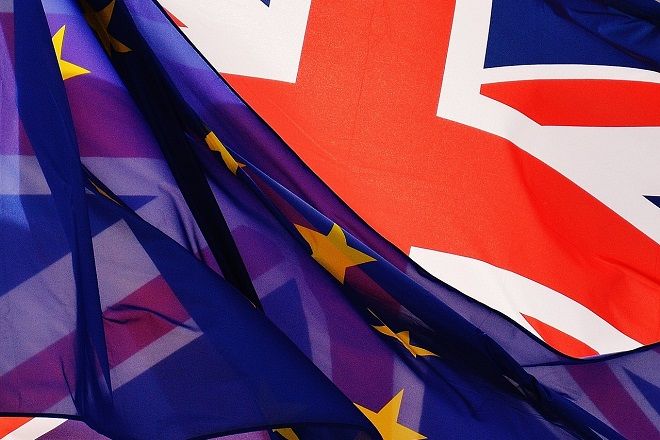 Εναλλακτικές επιλογές εξετάζει η Τερέζα Μέι καθώς στενεύουν τα περιθώρια για το Brexit
