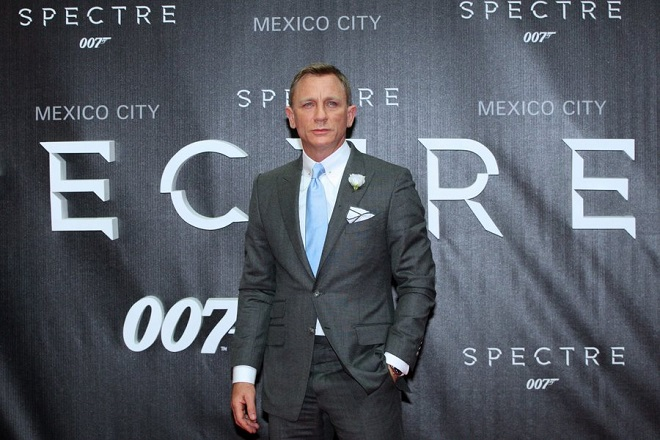 epa05008345 British actor and cast member Daniel Craig poses upon his arrival for the premiere of the James Bond movie 'Spectre' in Mexico City, Mexico, 02 November 2015. The movie will be shown in Mexican theaters from 05 November 2015.  EPA/MARIO GUZMAN