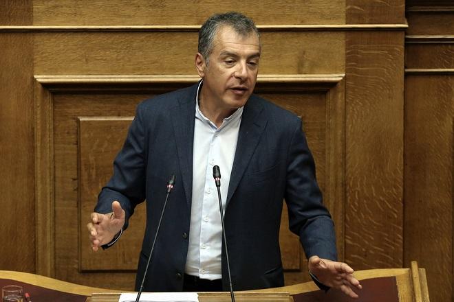Ο επικεφαλής του Ποταμιού Σταύρος Θεοδωράκης μιλάει από το βήμα της Βουλής στη συζήτηση επί της πρότασης δυσπιστίας της Νέας Δημοκρατίας κατά της Κυβέρνησης, στην Ολομέλεια της Βουλής, Αθήνα, Σάββατο 16 Ιουνίου 2018. ΑΠΕ-ΜΠΕ/ ΑΠΕ-ΜΠΕ/ ΣΥΜΕΛΑ ΠΑΝΤΖΑΡΤΖΗ