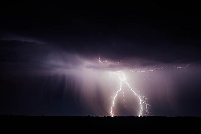 Περισσότεροι από 3.000 κεραυνοί έπληξαν την χώρα το βράδυ της Πέμπτης – Η πρόβλεψη του καιρού για σήμερα