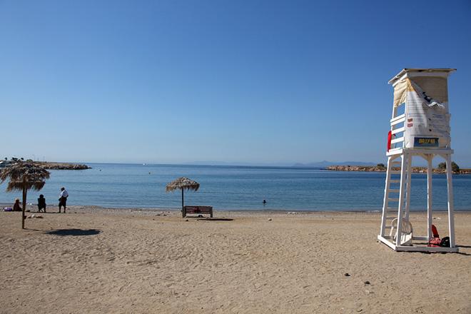 Αυτή είναι η εικόνα των ακτών της Αττικής δέκα μήνες μετά το ναυάγιο του «Αγία Ζώνη ΙΙ»