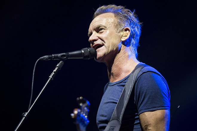 epa06264225 British singer-songwriter Sting performs during his concert at the Papp Laszlo Sports Arena in Budapest, Hungary, 13 October 2017.  EPA/BALAZS MOHAI HUNGARY OUT +++ ATTENTION EDITORS: PHOTO TO BE USED SOLELY TO ILLUSTRATE NEWS REPORTING OR COMMENTARY ON THE FACTS OR EVENTS DEPICTED IN THIS IMAGE  EDITORIAL USE ONLY/NO SALES