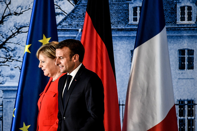 epa06821678 German Chancellor Angela Merkel (L) and French President Emmanuel Macron after a press conference during the German-French Minister Meeting at German government's guest house Meseberg Palace in Meseberg, near Berlin, Germany, 19 June 2018. German and French ministers meet for a one day meeting to discuss bilateral topics, including Foreign, Defence and Security politics.  EPA/FILIP SINGER
