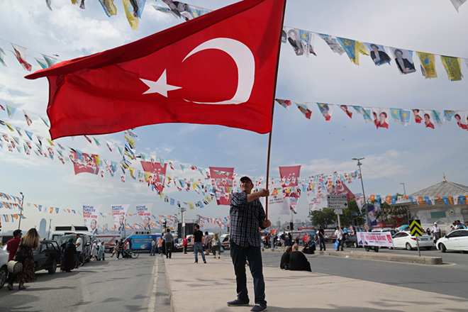 epa06830896 A man holds a Turkish flag before a rally in Istanbul, Turkey, 22 June 2018. Turkish President Erdogan announced on 18 April 2018 that Turkey will hold snap elections on 24 June 2018. The presidential and parliamentary elections were scheduled to be held in November 2019, but government has decided to change the date following the recommendation of the Nationalist Movement Party (MHP) leader Devlet Bahceli.  EPA/ERDEM SAHIN