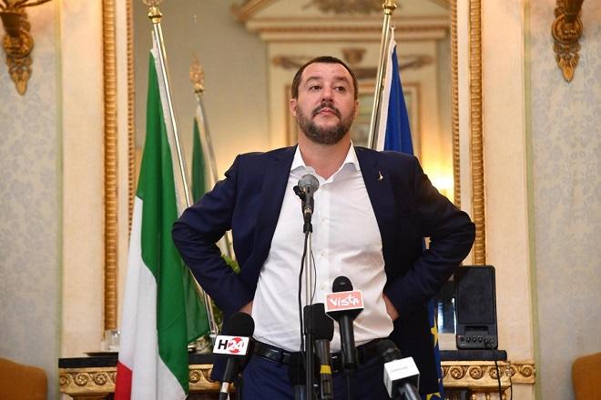 «Μπλόκο» θέλει να βάλει ο Σαλβινί στα ιταλικά λιμάνια