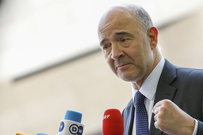 epa06827444 European Commissioner for Economic and Financial Affairs, Pierre Moscovici  speaks to media as he arrives for a meeting of the Eurogroup in Luxembourg, 21 June 2018. The Eurogroup will assess the progress achieved by Greece in implementing the prior actions required under the fourth (and the final) review of its programme.  EPA/JULIEN WARNAND