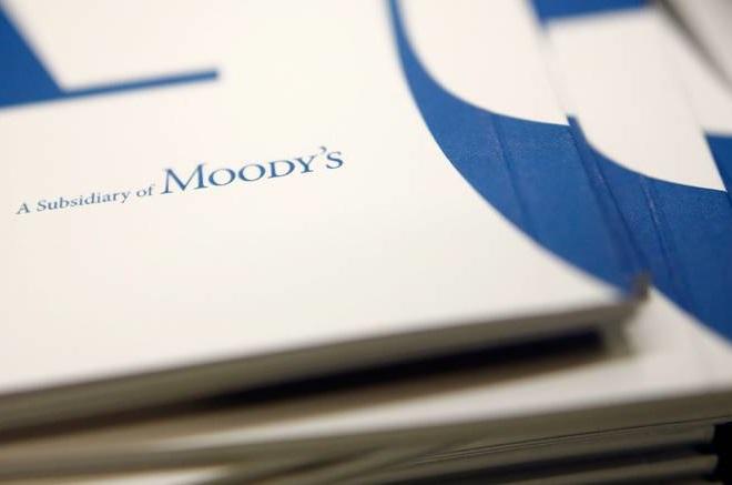 Moody's: Σε βιώσιμο μονοπάτι εισέρχεται το ελληνικό χρέος