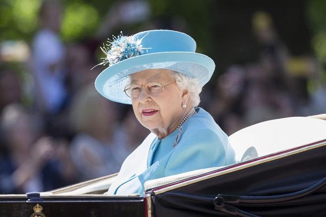Η βασίλισσα Ελισάβετ ψάχνει υπεύθυνο social media- Ο μισθός που προσφέρει
