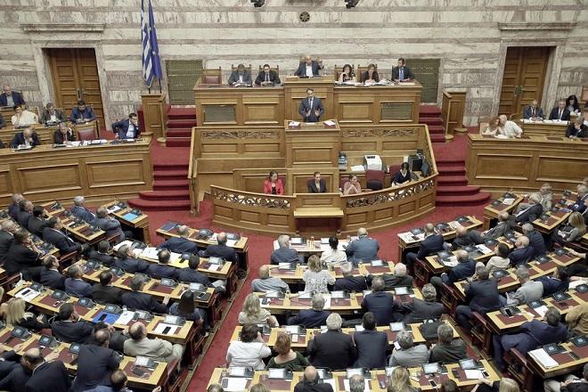 Ο πρόεδρος της Νέας Δημοκρατίας Κυριάκος Μητσοτάκης μιλάει από το βήμα της Βουλής στη συζήτηση επί της πρότασης δυσπιστίας της Νέας Δημοκρατίας κατά της Κυβέρνησης, στην Ολομέλεια της Βουλής, Αθήνα, Σάββατο 16 Ιουνίου 2018. ΑΠΕ-ΜΠΕ/ ΑΠΕ-ΜΠΕ/ ΣΥΜΕΛΑ ΠΑΝΤΖΑΡΤΖΗ