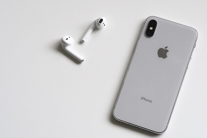 apple iphone airpods