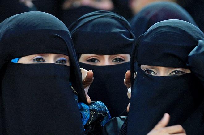 Αντιδράσεις στη Σαουδική Αραβία για εφαρμογή που επιτρέπει στους άνδρες να παρακολουθούν τις γυναίκες τους
