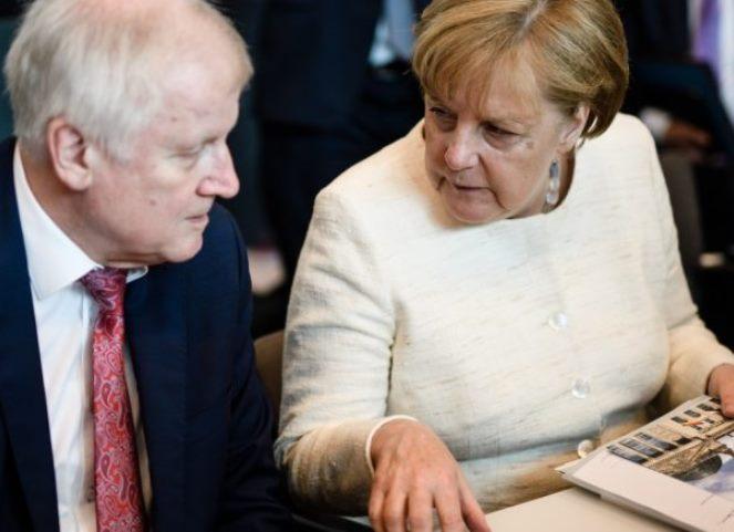Στον «αέρα» η συμμαχία Μέρκελ – Ζέεχοφερ: Συμφωνούν ότι διαφωνούν