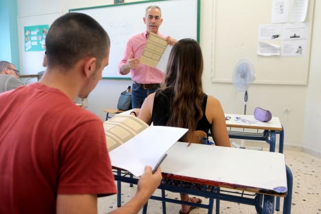 Μαθητές συμμετέχουν στις Πανελλαδικές Εξετάσεις στο 3ο ΓΕΛ Αγίας Παρασκευής , Παρασκευή 8 Ιουνίου 2018. Ξεκίνησαν οι Πανελλαδικές Εξετάσεις στο  Λύκεια με πρώτο μάθημα την Νέα Ελληνική Γλώσσα. ΑΠΕ-ΜΠΕ/ΑΠΕ-ΜΠΕ/Παντελής Σαίτας