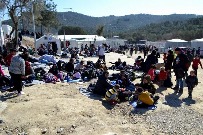 Πρόσφυγες και μετανάστες  περιμένουν στο hot spot της Μόριας στη Λέσβο για να καταγραφούν,  την  Τρίτη 23 Φεβρουαρίου 2016.  Λόγω του καλού καιρού που επικρατεί στην περιοχή, αυξημένες δείχνουν να είναι ο ροές μεταναστών και προσφύγων προς τη Λέσβο.  ΑΠΕ- ΜΠΕ/ ΑΠΕ-ΜΠΕ/ΠΑΝΑΓΙΩΤΗΣ ΜΠΑΛΑΣΚΑΣ