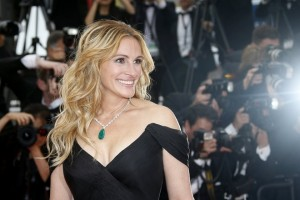 epa06275120 (FILE) US actress Julia Roberts arrives for the screening of 'Money Monster' during the 69th annual Cannes Film Festival, in Cannes, France, 12 May 2016 (reissued 19 October 2017). Julia Roberts will celebrate her 50th birthday on 28 October 2017.  EPA/GUILLAUME HORCAJUELO