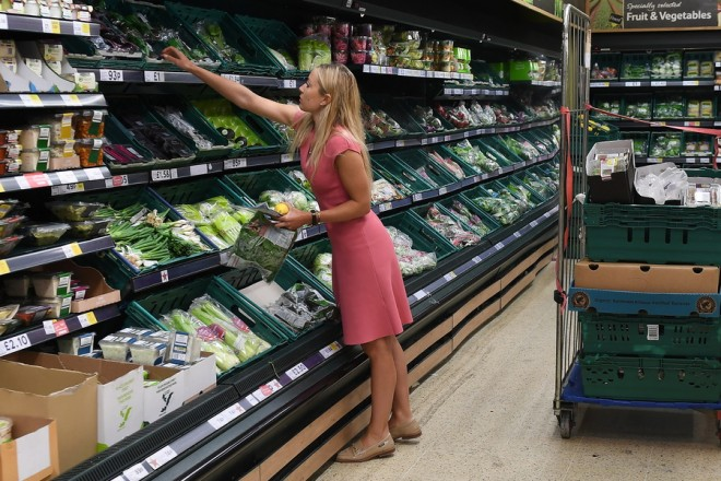 epa06857689 A shopper at a Tesco supermarket in London, Britain, 02 July 2018. Tesco and Carrefour have announced they are to enter into a long-term strategic alliance.  EPA/ANDY RAIN