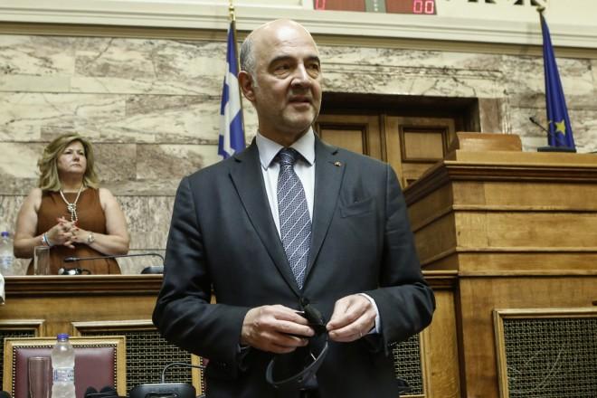 Ο επίτροπος Οικονομικών και Δημοσιονομικών Υποθέσεων Πιερ Μοσκοβισί αναμένει για την ομιλία του, στις ειδικές διαρκείς επιτροπές Ευρωπαϊκών, Εθνικής Άμυνας, Εξωτερικών, Οικονομικών και Κοινωνικών Υποθέσεων, με θέμα ημερήσιας διάταξης: Ένα νέο κεφάλαιο για την Ελλάδα, στη Βουλή, Αθήνα Τρίτη 3 Ιουλίου 2018. ΑΠΕ-ΜΠΕ/ΑΠΕ-ΜΠΕ/ΓΙΑΝΝΗΣ ΚΟΛΕΣΙΔΗΣ