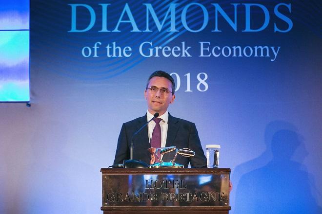 Ο-Χρήστος-Χαρπαντίδης,-Πρέοεδρος-&-Διευθύνων-Σύμβουλος-της-Παπαστράτος-κατά-την-παραλαβή-του-βραβείου-Diamonds-of-Greek-economy