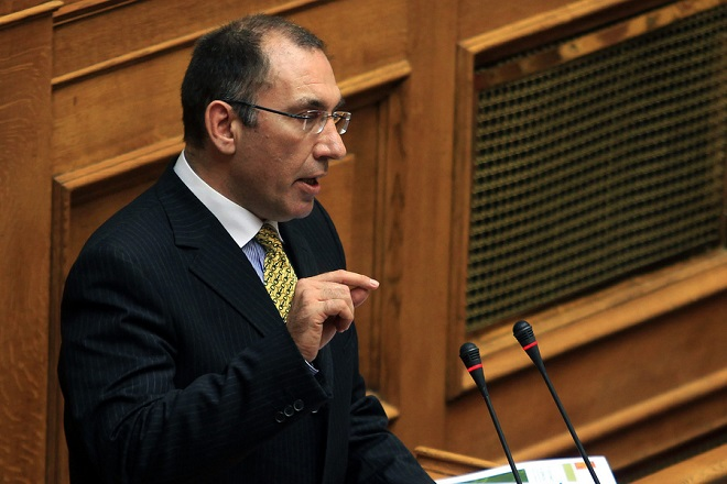 Ο βουλευτής των ΑΝΕΛ Δημήτρης Καμμένος μιλάει κατά τη διάρκεια της συζήτησης, στην Ολομέλεια της Βουλής, των προγραμματικών δηλώσεων της Κυβέρνησης, Αθήνα, Δευτέρα 9 Φεβρουαρίου 2015. ΑΠΕ-ΜΠΕ/ΑΠΕ-ΜΠΕ/ΣΥΜΕΛΑ ΠΑΝΤΖΑΡΤΖΗ