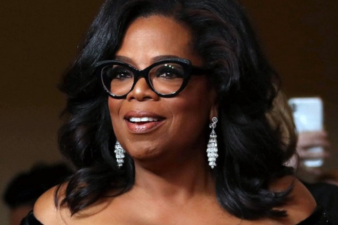 epa06473996 (FILE) - Oprah Winfrey smiles during the 75th annual Golden Globe Awards ceremony at the Beverly Hilton Hotel in Beverly Hills, California, USA, 07 January 2018 (reissued 25 January 2018). According to media reports on 25 January 2018, Oprah Winfrey is not interested in running for US president in 2020.  EPA/MIKE NELSON