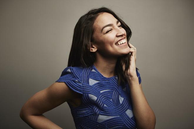Αλεξάντρια Οκάζιο-Κορτέζ: Η 28χρονη που φέρνει τα πάνω-κάτω στις ΗΠΑ