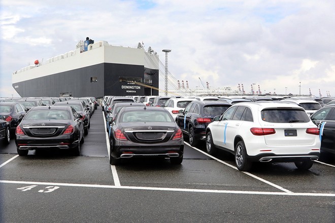 epa06857317 (FILE) - Cars of German car maker Mercedes Benz are parked at the automotive terminal at the port of Bremerhaven, northern Germany, 23 July 2017 (re-issued 02 July 2018). Reports on 02 July 2018 state the European Commission has warned USA of a  possible global retaliation if it goes ahead with punitive tariffs on car imports from the European Union. The value of a possible retaliation could amount to some 300 billion USD. US President Donald has threatened to impose punitive tariffs of some 20 per cent on vehicles imported to USA.  EPA/FOCKE STRANGMANN