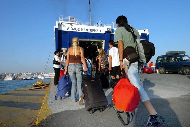 limani ploio touristes τουριστες τουρισμος πλοιο