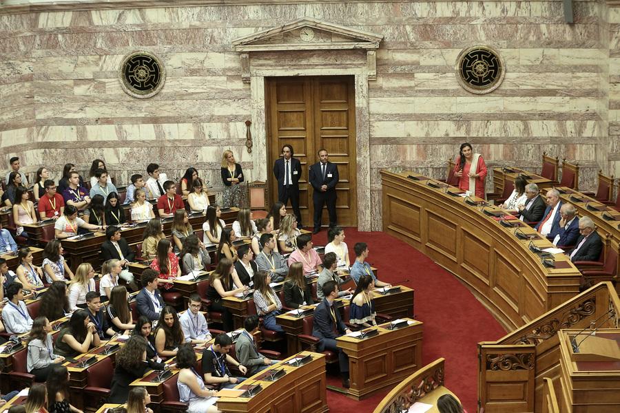 Νέος γύρος πολιτικής αντιπαράθεσης στη βουλή για το «σπάσιμο» της Β' Αθήνας