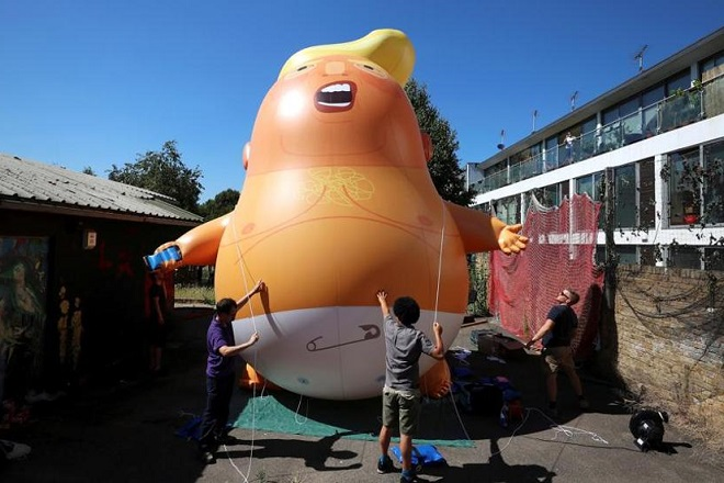 Μπαλόνι που παρουσιάζει τον Τραμπ ως οργισμένο μωρό θα πετά στο Λονδίνο