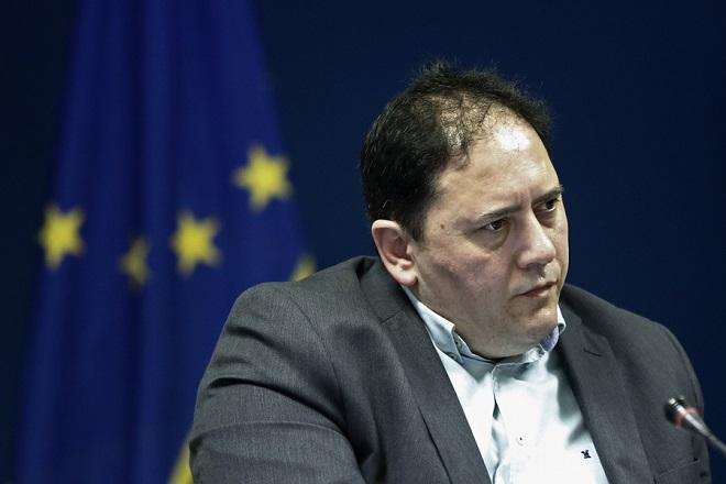 Ο γενικός γραμματέας λιμένος, λιμενικής πολιτικής και ναυτιλιακών επενδύσων Χρήστος Λαμπρίδης, παρευρίσκεται στη συνέντευξη τύπου με θέμα την απόδοση στην τοπική αυτοδιοίκηση, χωρών που εξαιρέθηκαν από τη σύμβαση παραχώρησης, μεταξύ ΟΛΠ και ελληνικού δημοσίου, στο Υπουργείο, Πειραιάς Μ. Τετάρτη 12 Απριλίου 2017. ΑΠΕ-ΜΠΕ/ΑΠΕ-ΜΠΕ/ΓΙΑΝΝΗΣ ΚΟΛΕΣΙΔΗΣ