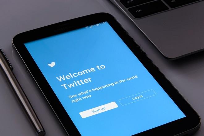 Παρακολουθεί το Twitter τους χρήστες του;