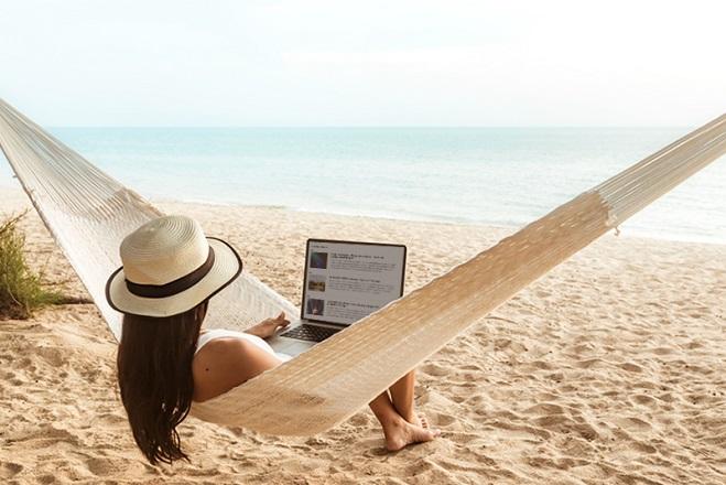 Γιατί οι εργαζόμενοι σκέπτονται τη δουλειά τους στις διακοπές
