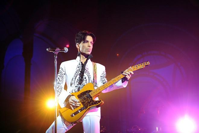 Νέα σειρά για τη ζωή του Prince ετοιμάζει το Netflix