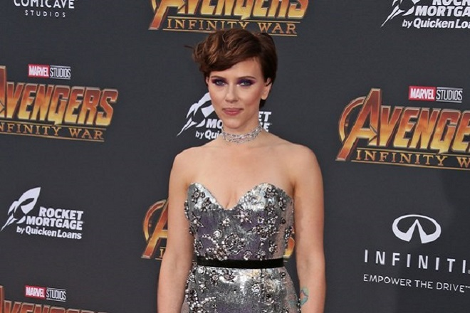 epa06688364 Scarlett Johansson poses at the world premiere of Marvel Studios' Avengers: Infinity War at the El Capitan and TCL Chinese Theaters, in Hollywood, Los Angeles, California, USA, 23 April 2018 (issued 24 April 2018).  EPA/Jimmy Morrison