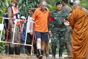 epa06893143 (FILE) - British cave diver Vern Unsworth (C) walks next to a Thai soldier and policemen during the ongoing rescue operations for the youth soccer team and their coach, at the Tham Luang cave in Khun Nam Nang Non Forest Park, Chiang Rai province, Thailand, 30 June 2018 (reissued 16 July 2018). Unsworth, a British cave diver who took part in the operation to rescue the 12 Thai boys and their coach who were trapped inside a cave, is reportedly considering a legal action against business magnate Elon Musk, an entrepreneur founder CEO of SpaceX. According to media reports on 16 July 2018, Unsworth is reacting to a derogatory Twitter post by Elon Musk allegedly refering to Unsworth.  EPA/PONGMANAT TASIRI