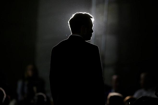 Επενδυτές της Tesla ζητούν από τον Έλον Μασκ να απολογηθεί στον Βρετανό δύτη