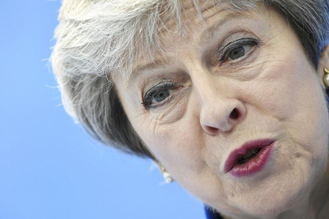 Η πολιτική κρίση στη Βρετανία συνεχίζεται: Με πρόωρες εκλογές απειλεί τους Συντηρητικούς η Μέι
