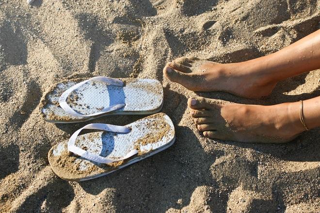 σαγιοναρες beach feet flip flops sand αμμος παραλια καλοκαιρι θαλασσα παντοφλες