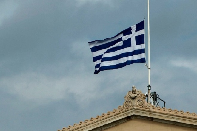 Bloomberg: Η οικονομία στην Ελλάδα βελτιώνεται, αλλά η φτώχεια παραμένει