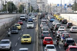 Μποτιλιάρισμα στη λεωφόρο Κηφισίας,  την Τετάρτη 1 Μαρτίου 2017. Ακινητοποιημένα θα μείνουν τα μέσα σταθερής τροχιάς (Μετρό, ΗΣΑΠ, Τραμ) της Αθήνας λόγω 24ωρης απεργίας των εργαζομένων. Τα σωματεία των εργαζομένων της ΣΤΑΣΥ αντιδρούν στη νομοθετική ρύθμιση που προωθεί το υπουργείο Υποδομών και Μεταφορών με την οποία η εμπορική εκμετάλλευση σταθμών και λοιπών χώρων της ΣΤΑΣΥ εκχωρείται στον ΟΑΣΑ. ΑΠΕ-ΜΠΕ/ΑΠΕ-ΜΠΕ/ΑΛΕΞΑΝΔΡΟΣ ΒΛΑΧΟΣ
