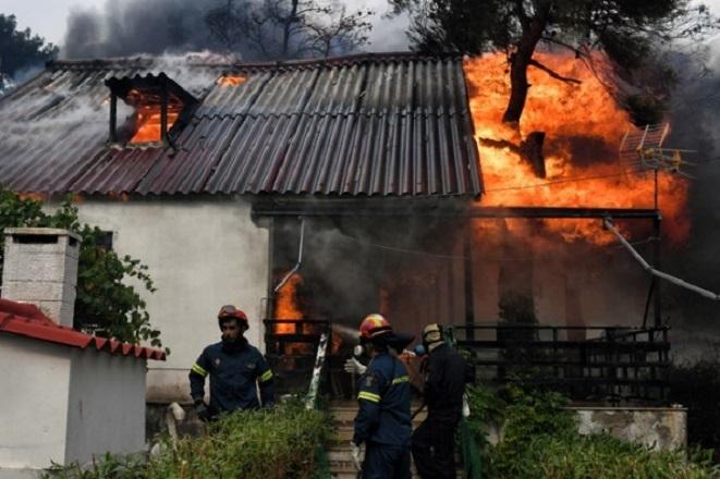 Πού μπορούν να απευθυνθούν για βοήθεια οι πληγέντες από τις πυρκαγιές