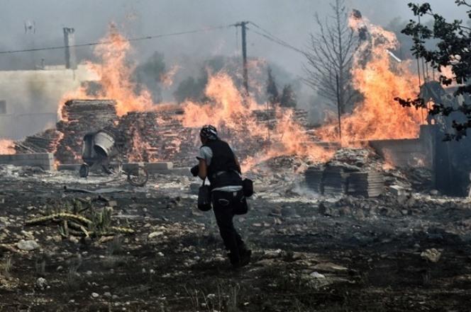Σε ύφεση η μεγάλη πυρκαγιά στην Κέρκυρα που ξεκίνησε από συσσωρευμένα σκουπίδια