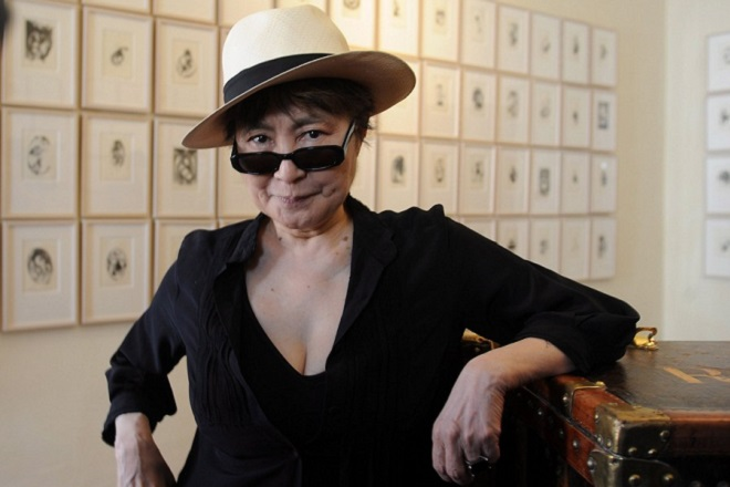 epa06510669 (FILE) Japanese artist Yoko Ono, widow of singer John Lennon, poses for pictures during presentation of her latest work, 'Anton's Memory', an anthology dedicated to an imaginary child at the palace of Titus Fondazione Bevilacqua La Masa, Venice, Italy, 28 May 2009 (reissued 10 February 2018). Yoko Ono turns 85 on 18 February 2018.  EPA/ANDREA MEROLA *** Local Caption *** 90048667