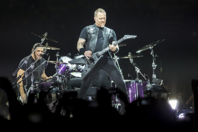 epaselect epa06648888 Bass guitarist Robert Trujillo (L) and singer, guitarist James Hetfield (R) perform during a concert of the American heavy metal band Metallica in Papp Laszlo Budapest Sports Arena in Budapest, Hungary, 05 April 2018 (issued 06 April 2018).  EPA/BALAZS MOHAI HUNGARY OUT