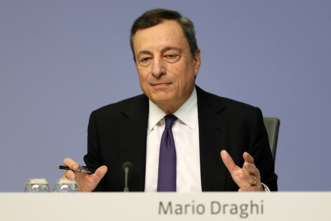 epa06911693 Mario Draghi, President of the European Central Bank (ECB), speaks during a press conference following the meeting of the Governing Council of the European Central Bank in Frankfurt Main, Germany, 26 July 2018. European Central Bank's Governing Council met for a monetary policy meeting in Frankfurt, Germany.  EPA/RONALD WITTEK