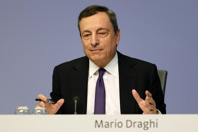 Ντράγκι: Συμπάθεια για τη φονική πυρκαγιά αλλά «πάγωμα» QE και waiver για τα ελληνικά ομόλογα