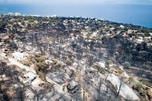 Καμένα δέντρα και σπίτια στην Αργυρά Ακτή στο Μάτι, Τρίτη 24 Ιουλίου 2018. Απανθρακωμένα πτώματα βρέθηκαν σε χωράφι,  σε απόσταση περίπου 15 μέτρων από τη θάλασσα. Στην περιοχή δεν υπάρχει ακτή αλλά βράχια, γεγονός που δείχνει ότι οι άνθρωποι που πρέπει να επιχείρησαν να βρουν διέξοδο στη θάλασσα, εγκλωβίστηκαν με αποτέλεσμα να χάσουν τη ζωή τους μέσα στις φλόγες. ΑΠΕ-ΜΠΕ/ΑΠΕ-ΜΠΕ/ΠΑΝΤΕΛΗΣ ΣΑΪΤΑΣη