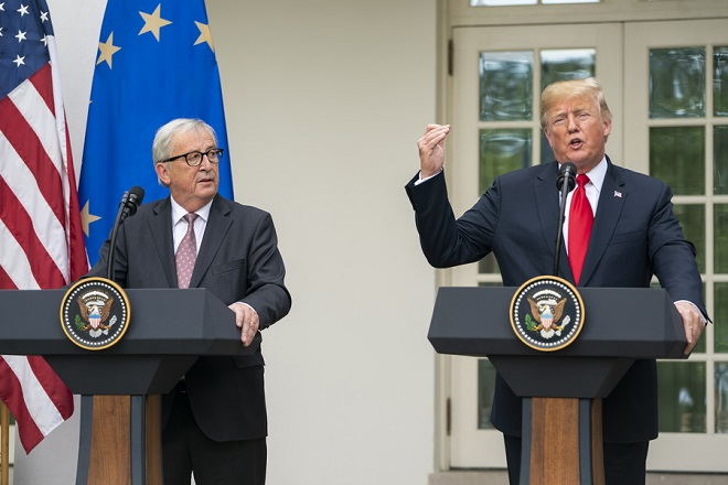 epa06910580 US President Donald J. Trump (R) and European Commission President Jean-Claude Juncker (L) make a joint statement in the Rose Garden of the White House in Washington, DC, USA, 25 July 2018. The President said that the US and EU have agreed to work towards zero tariffs, barriers, and subsidies.  EPA/JIM LO SCALZO