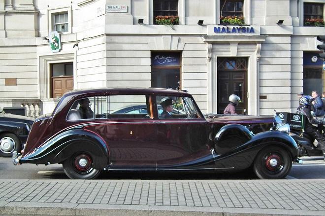Στο «σφυρί» αυτοκίνητα που χρησιμοποίησε η βασίλισσα Ελισάβετ