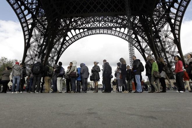 Αγανακτισμένοι οι επισκέπτες του Πύργου του Άιφελ
